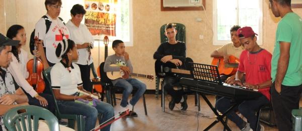 Consulado de Colombia en Maracaibo visitó a los niños de la Orquesta Binacional Infantil